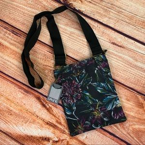 NWT Dakine Bogo Floral Crossbody Purse